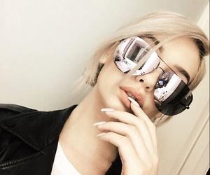 amanda steele and glasses image