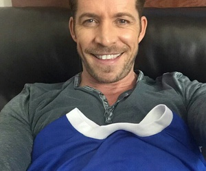 sean maguire and ouat cast image