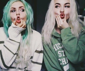 hair, best friends, and grunge image