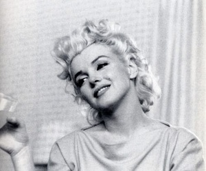 Marilyn Monroe, black and white, and beauty image