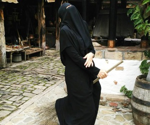 niqab and whic image