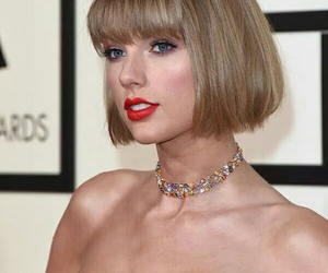 grammys, red carpet, and Taylor Swift image