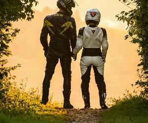 moto and lové image