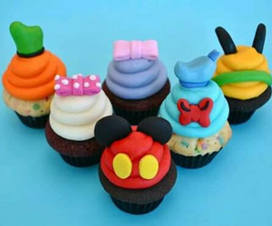 cupcakes and micky mousse image