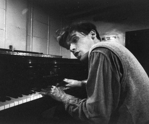glenn gould and pianist image