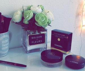 flowers and make up image