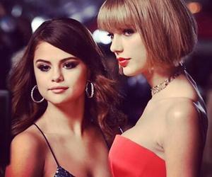 selena gomez, Taylor Swift, and grammys image