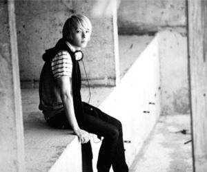 black and white, ft island, and leader image