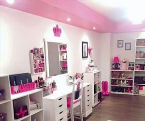 girls, house, and pink image