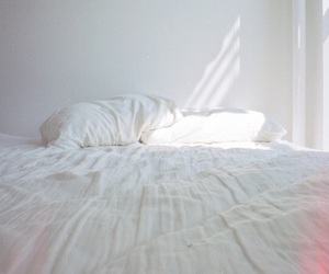 bed, holiday, and Sunny image