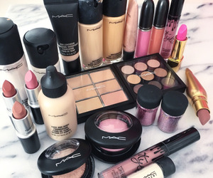 glam, make up, and kylie image