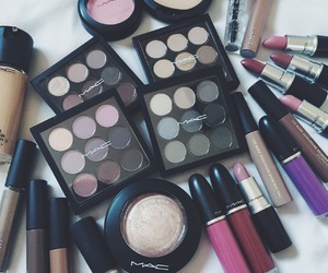 beauty, chic, and eyeshadow image