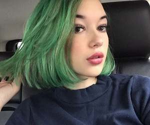 model, sarah snyder, and green image
