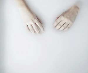 aesthetic, white, and hands image