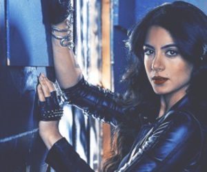 izzy, shadowhunters, and emeraude toubia image