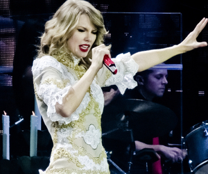 fashion, red, and Taylor Swift image