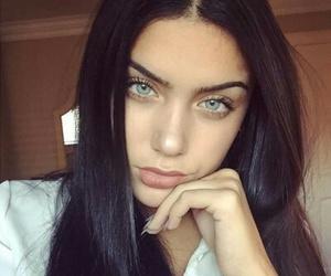 blue eyes and girl image