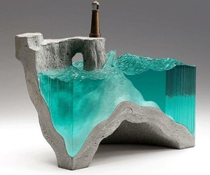 water and sculpture image
