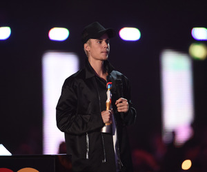 justin bieber, brit awards, and beliebers image