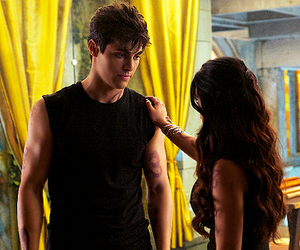 alec lightwood, shadowhunters, and isabelle lightwood image