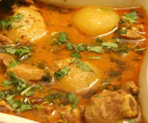gravy, pakistan, and potatoes image