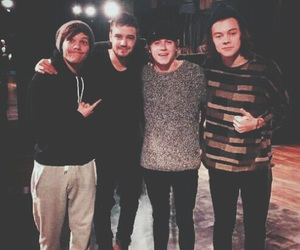 one direction, niall horan, and louis tomlinson image