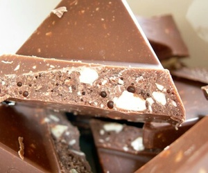 almond and chocolate image