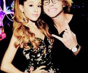 arianagrande, 5secondsofsummer, and ashtonirwin image