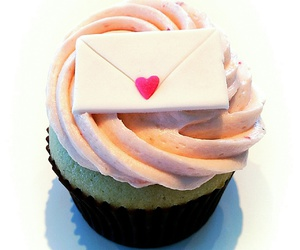 buttercream, cupcake, and cupcakes image
