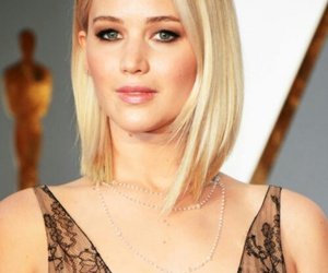 Jennifer Lawrence and hunger games image