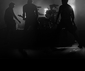 5sos, black, and live image