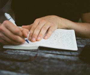 تفسير الكتابة في المنام كتابة على الورق في الحلم