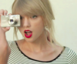 icons, red, and Taylor Swift image
