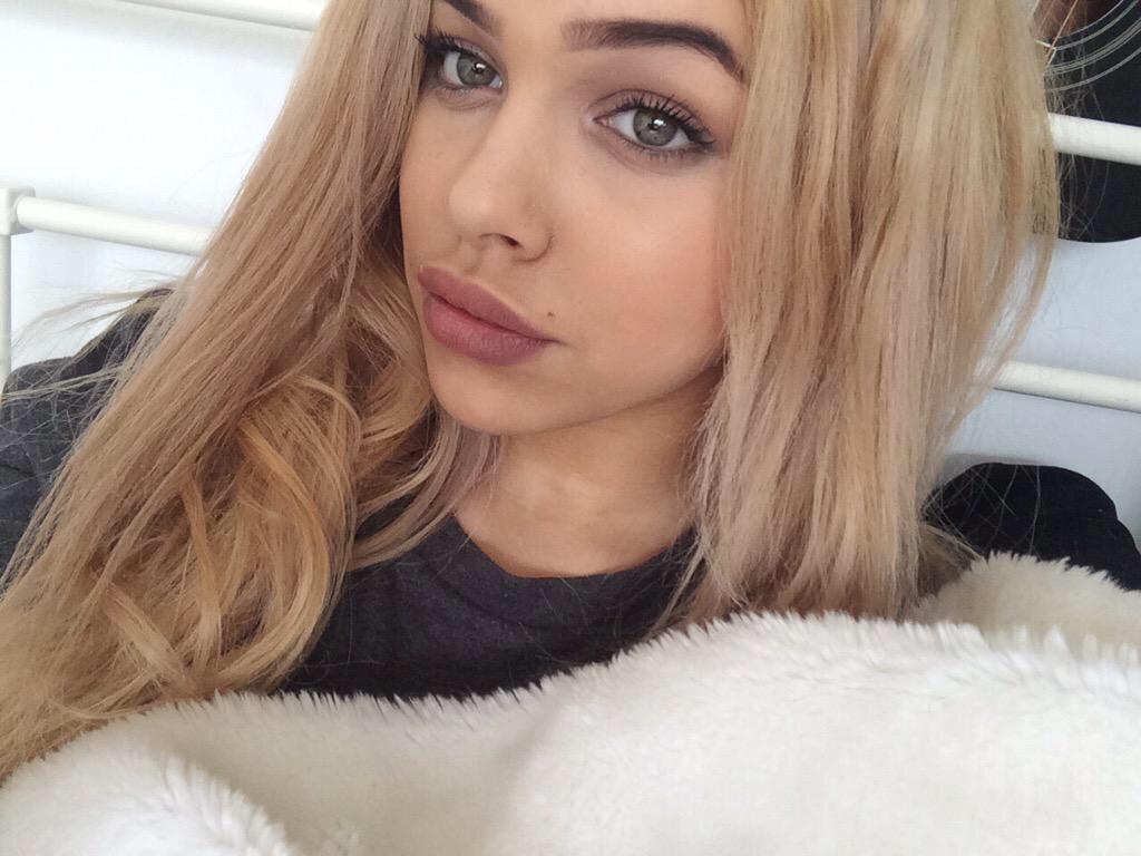 . Pretty girls Tumblr   uploaded by Gerald Greyvenstein