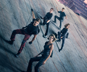 Shailene Woodley, theo james, and divergente image