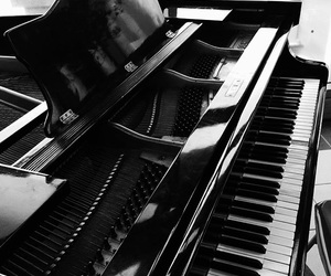 b&w, music, and black and white image