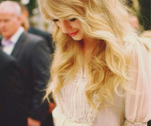Taylor Swift, 👌, and 💟 image