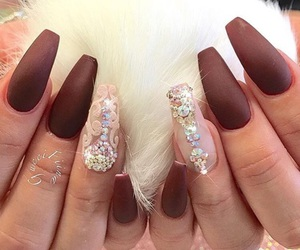 red nails image