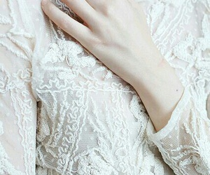 lace and white image