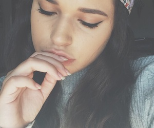 eyeliner, hair, and snapback image