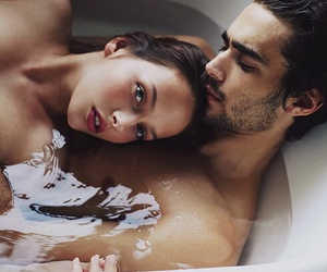 amor, bathrub, and Relationship image