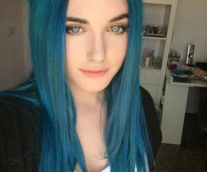 blue hair, grunge, and alt girl image