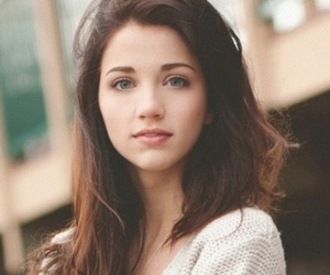 girl and emily rudd image