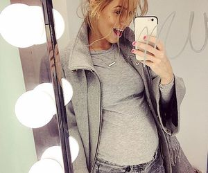 baby bump, body, and blonde image