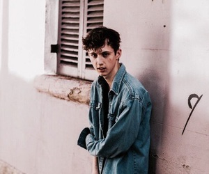 troye sivan, pink, and aesthetic image