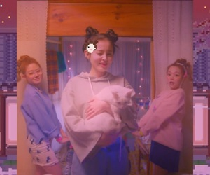 lee hi and hold my hand image