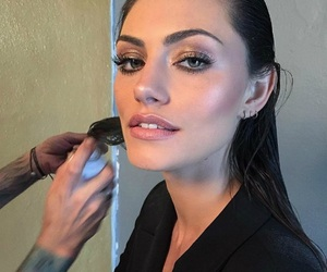 phoebe tonkin, makeup, and beauty image