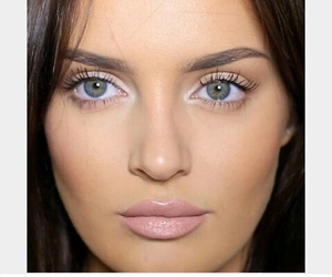 natural makeup nude lips image