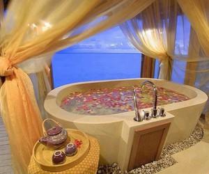 bath, bathroom, and flowers image