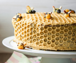 bee, cute, and cake image